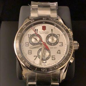 VICTORINOX men's Swiss made watch NWT & box